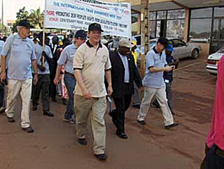 WFD juhatus Uganda kurtide paraadil